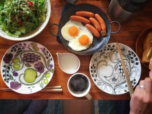 成田パンでソーセージと目玉焼き