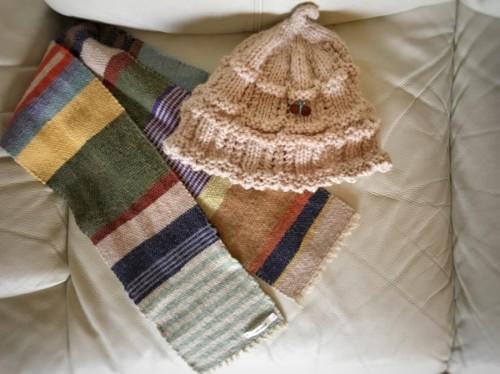 手編みのニット帽とnomamaさんのマフラー