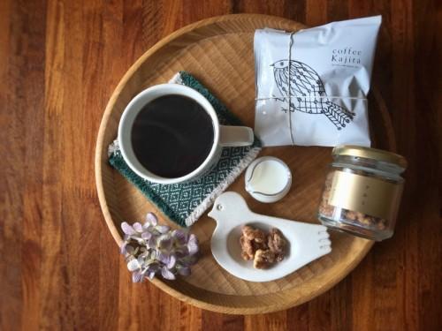 コーヒーカジタさんのドリップコーヒーとクルミのビン
