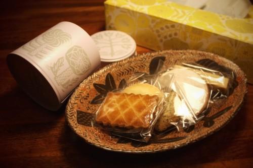 鹿児島睦さんのクッキー缶とティッシュボックスとお皿