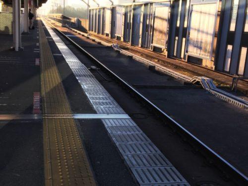 駅に着いた頃やっとお日さま登ってきました