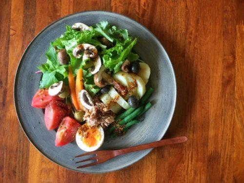 今日のお昼はニース風サラダ