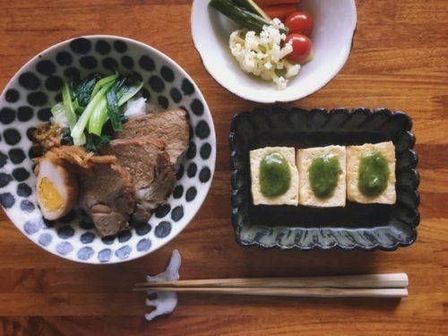 煮豚丼とピクルス、豆腐の木の芽田楽