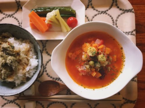 ベビーコーン入りのトマトスープ