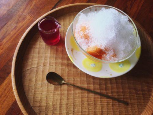 かき氷を食べると涼しい〜