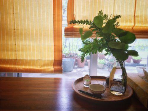 ベランダの伸び過ぎた枝を飾ってみた