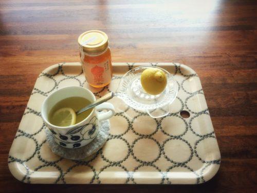 カボスとレモン入りハチミツの温かい飲み物