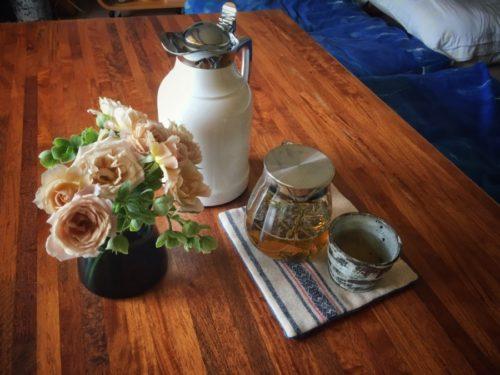 朝イチでお湯を沸かしポットに入れておけばすぐにお茶が飲める
