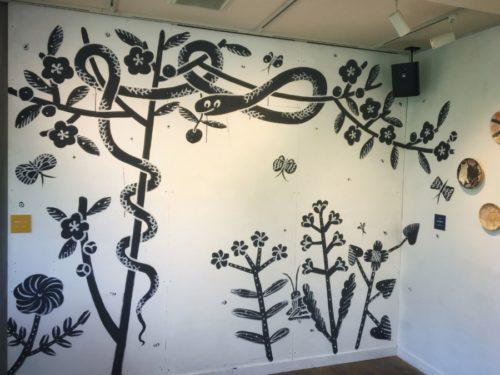 壁に描かれた描かれた鹿児島さんの絵