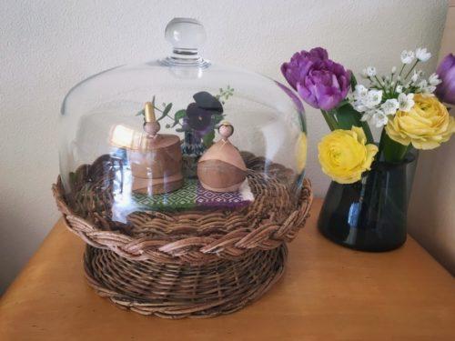 kegoyaさんのアケビのスタンドとガラスドームに飾りました