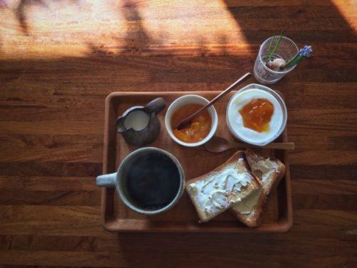 今日は金柑ジャムをパンとヨーグルトに