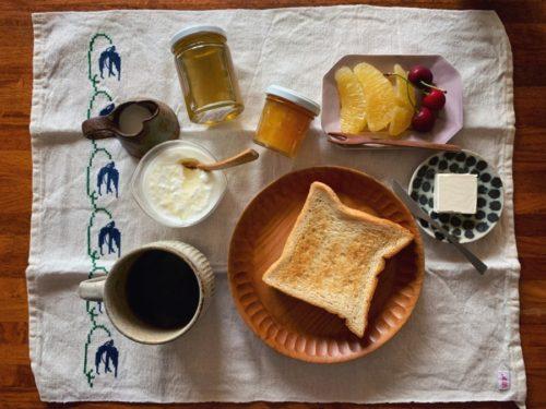 今朝は頂いたはちみつと小夏マーマレードで朝ごはん