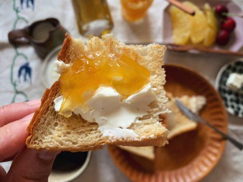 クリームチーズに小夏ジャム最高!
