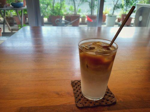 朝イチで淹れておいたコーヒーで冷たいカフェラテ