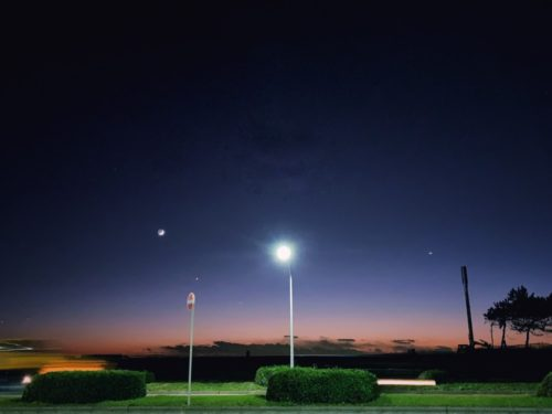西の空にキレイなお月さまと明星
