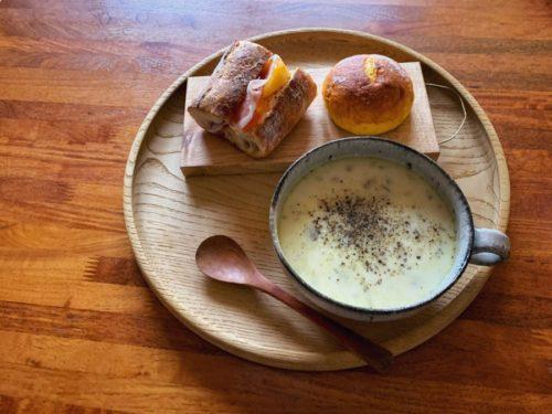 美味しいパンと食べたくなったスープ