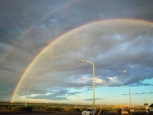 今朝大きな虹の橋が見えた