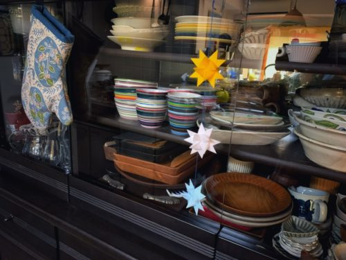 食器棚の地震対策